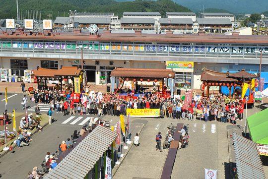 写真:駅-oneでの記念写真