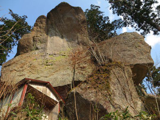 写真:石の塔